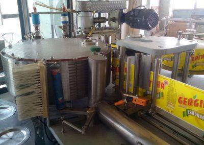 Етикираща машина за РР етикет
